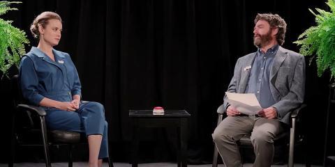 Brie Larson y Zach Galifianakis en 'Entre 2 helechos: la película'.