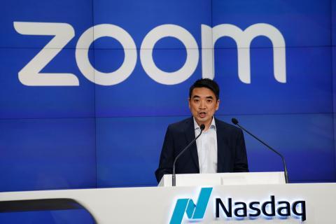 Eric Yuan, en la salida a Bolsa de Zoom en Nueva York, en 2019.
