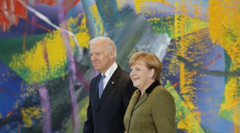 Joe Biden y Angela Merkel en una fotografía de archivo