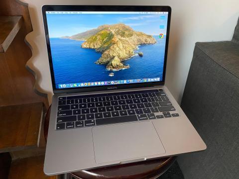 El MacBook Pro de 13 pulgadas de Apple basado en Intel.