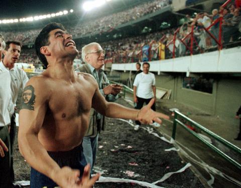 Maradona celebra una victoria del Boca