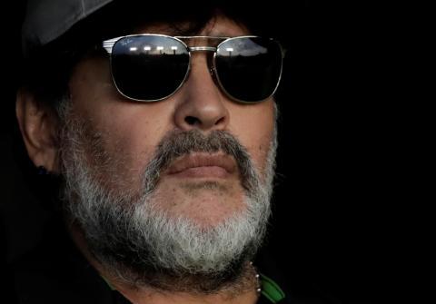 Maradona con gafas de sol