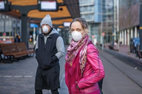 Pareja viajando durante la pandemia.