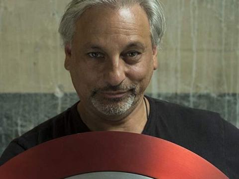 Russell Bobbitt es el jefe de utilería de Marvel Entertainment