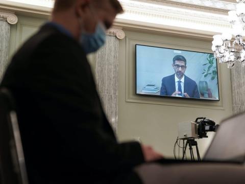 Sundar Pichai declarando de manera virtual
