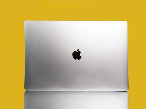 Tu futuro MacBook se parecerá mucho más al iPhone, y eso podría ser justo lo que Apple necesita para adelantarse a Windows.