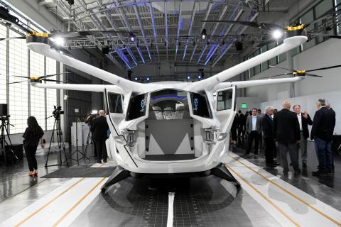 Alaka'i Technologies ha desvelado su prototipo Skai, una aeronave que funciona con hidrógeno diseñada para llevar hasta 5 pasajeros.