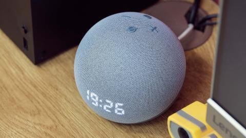 El botón de pulsar para hablar está alto atrás, pero realmente lo usamos poco