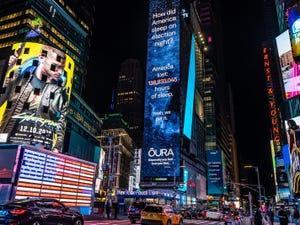 Anuncio de Oura en Times Square