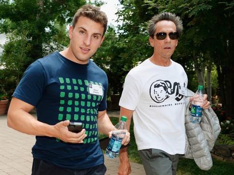Brian Chesky, a la izquierda.