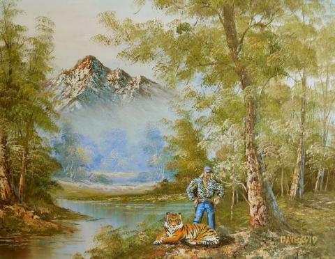 Joe Exotic y su tigre en las montañas.