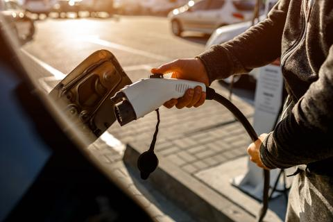 El mercado las baterías para vehículos eléctricos está actualmente liderado por China, que produce un 75% de las mismas.