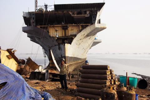 Cementerio de barcos en India