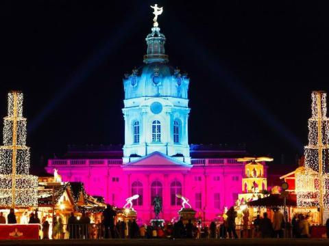 Un mercado tradicional de Navidad frente al Palacio de Charlottenburg en Berlín, Alemania, el 24 de noviembre de 2008.