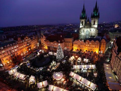 Plaza de la Ciudad Vieja en Praga, República Checa, el 5 de diciembre de 2019.
