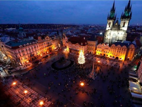 Plaza de la Ciudad Vieja en Praga, República Checa, el 28 de noviembre de 2020.