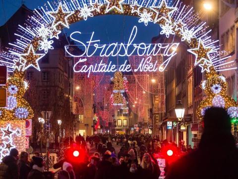 El tradicional mercado de Navidad en Estrasburgo, Francia, el 20 de diciembre de 2016.
