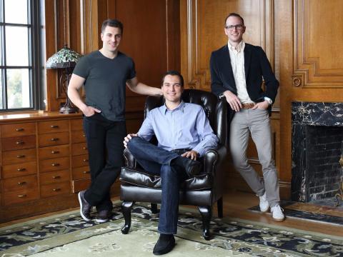De izquierda a derecha: los cofundadores de Airbnb, Brian Chesky, Nathan Blecharczyk y Joe Gebbia.