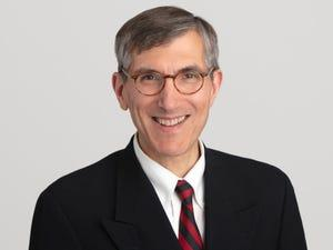 El doctor Peter Marks, director del Centro de Evaluación e Investigación Biológica de la Administración de Medicamentos y Alimentos (FDA) estadounidense.