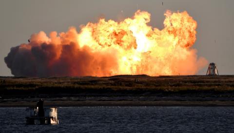 El prototipo de la nave espacial SpaceX Starship SN8 explota al aterrizar tras un vuelo de prueba