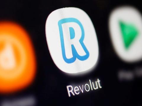 En esta ilustración se ve un logotipo de Revolut.