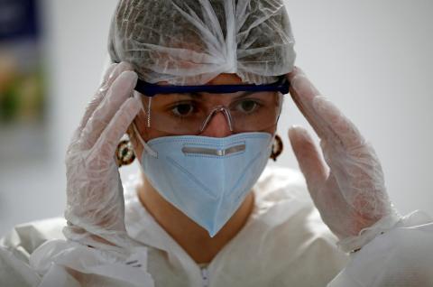Sanitaria en primera línea contra la pandemia de COVID-19.