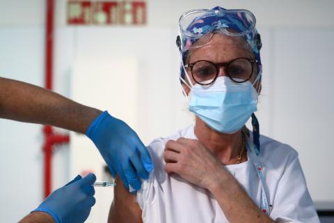 Administración de la vacuna de Pfizer contra COVID-19 en España.