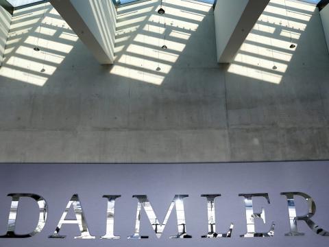 """El """"apretón de manos dorado"""" es parte de un importante programa de indemnizaciones en Daimler."""