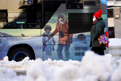 Un autobús en medio de la nevada histórica que ha colapsado Madrid