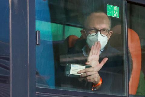 Ben Embarek desembarca en el Aeropouerto de Wuhan (China).