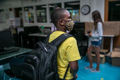 Un estudiante de Rippowam Middle School el 14 de septiembre de 2020 en Stamford, Connecticut.