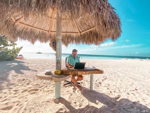 Mesa de trabajo del Boardwalk Boutique Hotel Aruba.