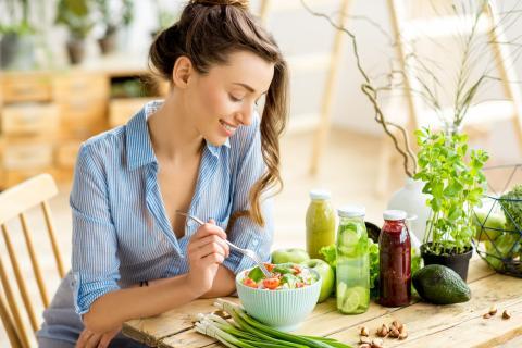 Comer ensalada saludable