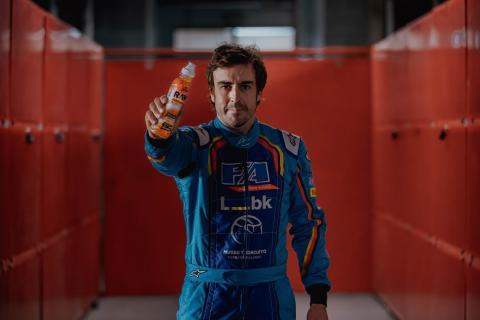Fernando Alonso para RAW.