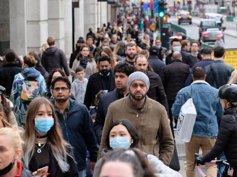 Una concurrida calle de Londres, 18 de octubre de 2020.