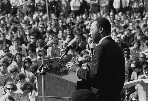 Luther King en un mitin contra la Guerra de Vietnam en la Universidad de Minnesota (Wikimedia)