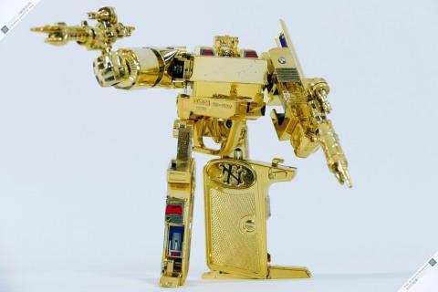 Microman Diaclone Browning robot MC-07 oro, un Transformer de primera generación.