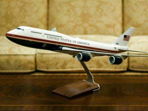 Modelo del nuevo Air Force One y su nuevo trabajo de pintura.