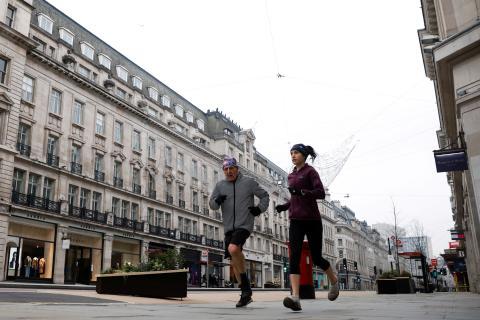 Personas corriendo en Londres