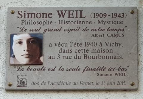 Placa dedicada a Simone Weil en Vichy –Francia– (Wikimedia – TCY)