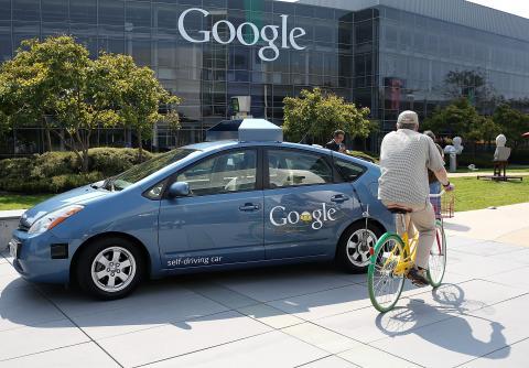 El proyecto de Google comenzó con una flota de Toyota Prius híbridos.