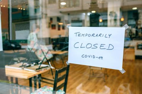 Restaurante cerrado por coronavirus.