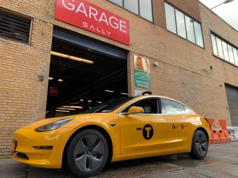 Tesla no lanzó una flota de robotaxis en 2020, pero en Nueva York se ha visto el primer taxi amarillo Tesla.