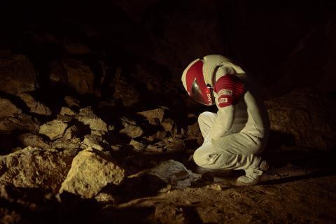 Toma de muestras en la cueva de Arredondo