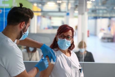 Vacunación en el hospital Isabel Zendal