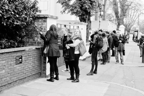 Varias mujeres en los exteriores de Abbey Road Studios (gettyimages)