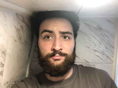 No cabía en el baño.