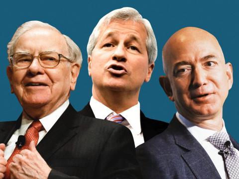 De izquierda a derecha: Warren Buffett, consejero delegado de Berkshire Hathaway, Jamie Dimon, consejero delegado de JPMorgan, y Jeff Bezos, consejero delegado de Amazon.