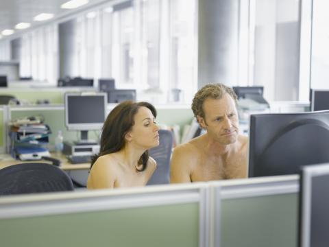 Nudismo en oficinas