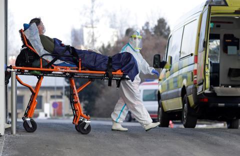Paciente de coronavirus es trasladado